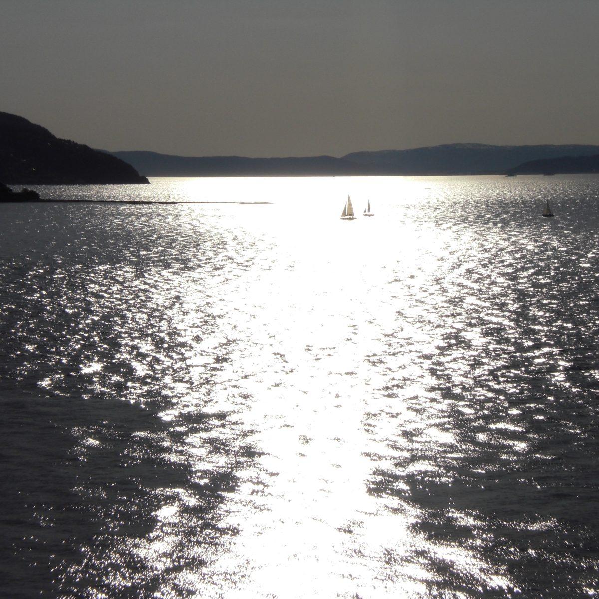 abendlicher Fjord bei Trondheim, Norwegen